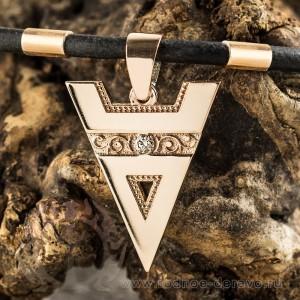 Оберег Велеса из золота с бриллиантом